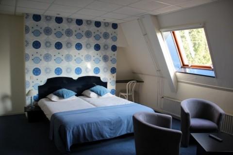 Hotel De Wapser Herberg kamer eerste verdieping met bad