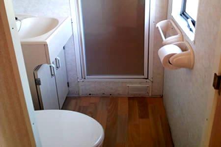 Camping de Reeenwissel Drenthe huurcaravan badkamer