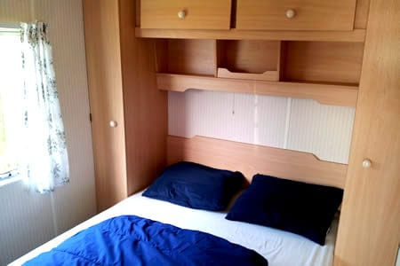 Camping de Reeenwissel Drenthe huurcaravan slaapkamer