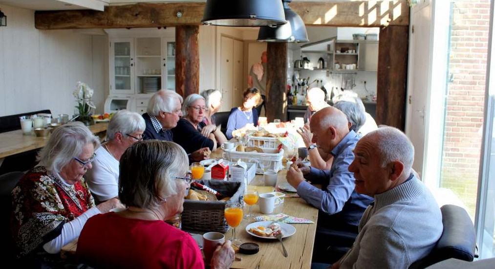 Groepsaccommodatie Hoeve t Wed eettafel