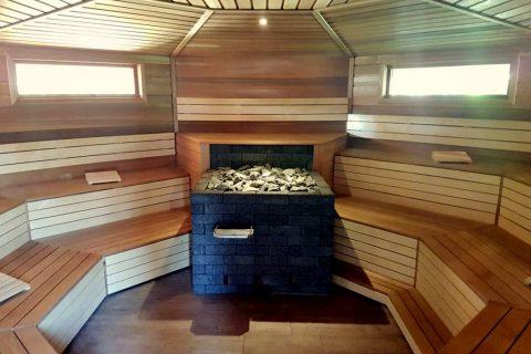 Sauna Het Friese Woud blokhutsauna interieur