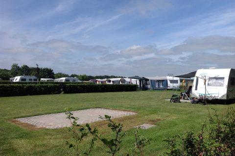 Camping Noordenveld comfortplaats-tegelplateau