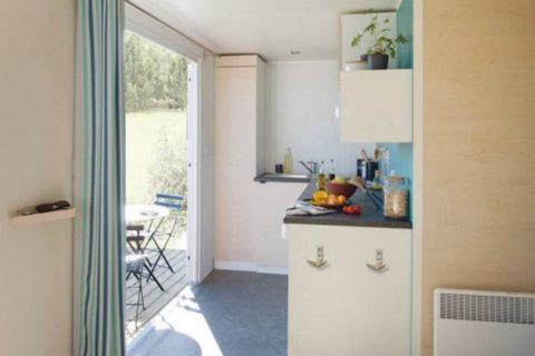 Keuken Met Openslaande Deuren Naar Terras