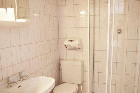 Groepsaccommodatie Huntershof Diever badkamer