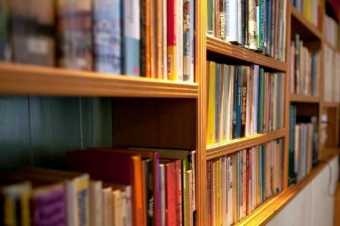 Groepsaccommodatie Huntershof Diever bibliotheek