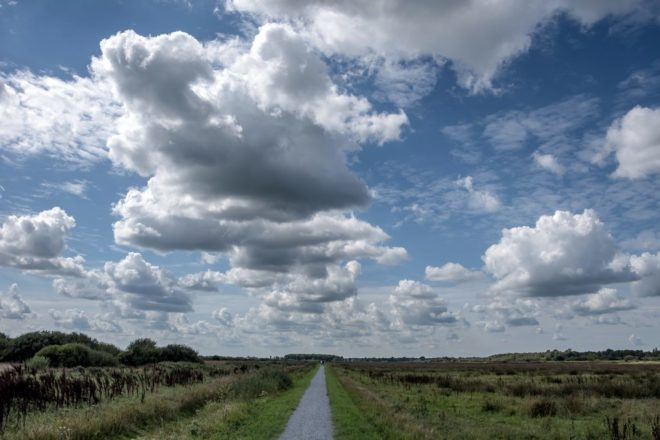 Wolkenlucht boven Fochterloërveen - Fotograaf Inge De Goed